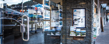 Kirsty Sinclair & Adam Evans - Harcourts Queenstown